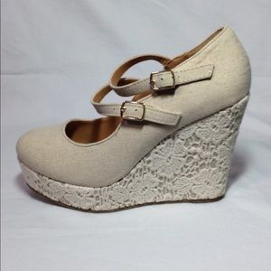 Soda Platform Wedges New In Box With Lace Size 8